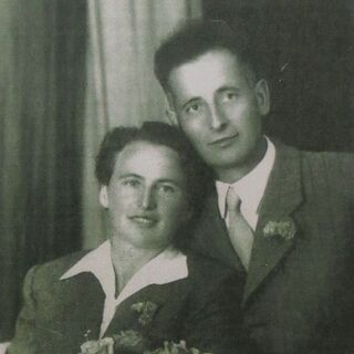 Niko Dragos with his wife on his wedding day in 1947.