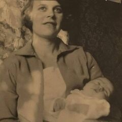 Andersen in 1928, with her first child.