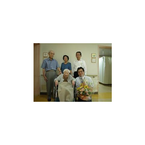 Misao Okawa with her son, Hiroshi and other relatives.