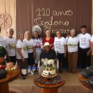 "Teixeira with his children in 2020. The t-shirts read ""In 1910 a legend was born. Teodoro Teixeira, 110 years."""