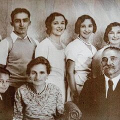 Edie Ceccarelli with her parents and siblings.