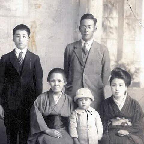 Standing (from left): Junichi (Chiyo's son), Shoji (Chiyo's husband)<br />Sitting: Kiku (Chiyo's mother), Toshiko (Chiyo's daughter), Chiyo