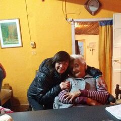 Aurora on her 112th birthday with her granddaughter Viviana Seguel.