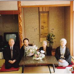 From right: Kane Tanaka, Hana and Nao Sakai (sisters), Kiyoshi Ota (younger brother), around 1992.