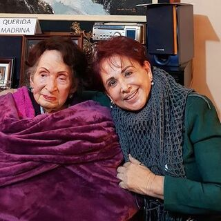 Elena Menez Rabadan at the claimed age of 110 with her niece Victoria Moreno.