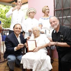 Cedeno Tello on September 2019 being recognized as oldest voter of Panama.