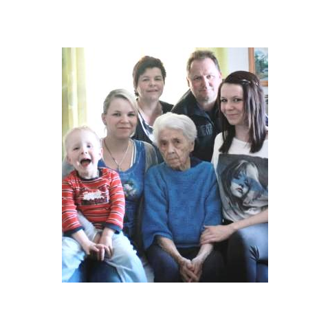 Frieda Szwillus at age 110, with family.