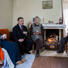 Albano with his brother Alberto, his sister-in-laiw Palmira and Emidio Sousa, the mayor of Santa Maria da Feira in March 2018.