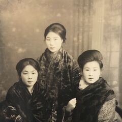 Nakachi (center) in 1925. Photo of adult ceremony day.