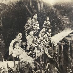 Nakachi around 1920, when she played with her friends on the bank of the neighborhood.