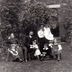 Bob Weighton (bottom, center) and his family.