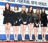 GFRIEND at 6th Gaon Chart Awards 2017 Red Carpet (1)