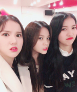 Sowon, Eunha and Umji Insta Update Nov 8, 2017 (3)