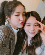 Sowon and Umji Insta Update Dec 25, 2017 (2)