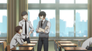 Ugetsu chatting with his classmates (32)