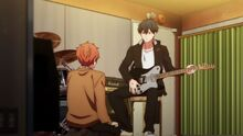 Ritsuka explaining to Mafuyu about the chords