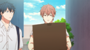 Mafuyu holding the box (14)
