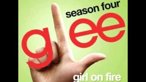 Glee - Girl On Fire (DOWNLOAD MP3 LYRICS)