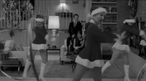 GLEE- Santa Claus is Coming To Town Christmas Wrapping (Full Performance) HD