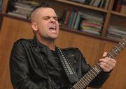 Glee-choke-puck-guitar