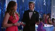 Penny et Sam au bal de la promo