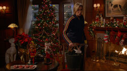 this years glee christmas episode starts off with an explanation from jane lynch as to why this episode was airing now instead of last year - Glee Previously Unaired Christmas