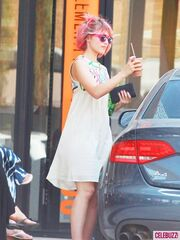 Dianna Agron Dyes Her Hair Pink-6-435x580