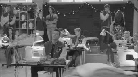 "Full Performance of ""Feliz Navidad"" from ""Glee Actually"" GLEE"