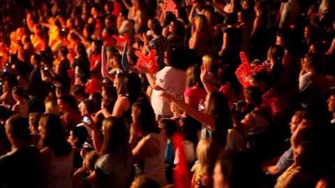 Glee The 3D Concert Movie - Loser Like Me Concert Performance