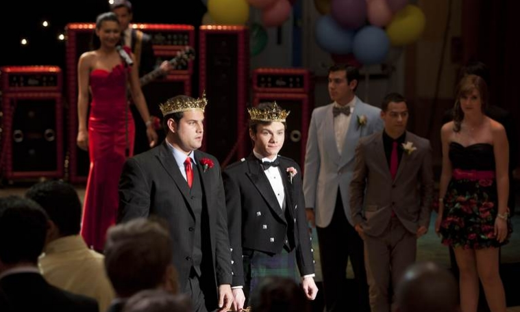 They begin dating in Original Song, after Blaine kisses Kurt, forming the first.