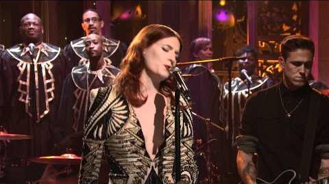Florence The Machine - Shake It Out (Live on SNL)