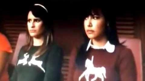 "Glee ""I know what boys like"" (PERFORMANCE)"