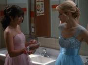 02x20 Quinn & Rachel dans les toilettes