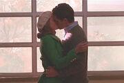 Glee09-will-emma-kiss