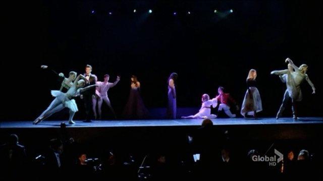 At the ballet ( Sarah Jessica Parker, Naya Rivera, Chris Colfer)