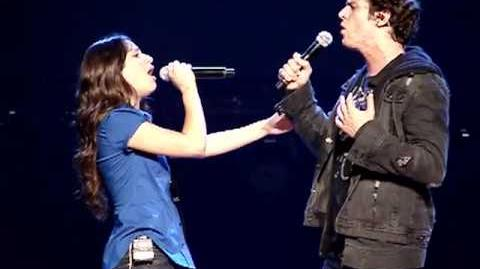 Glee Live - Hello