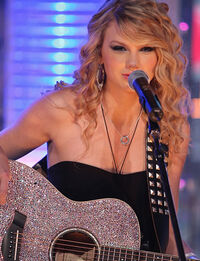 Taylor-swift-sparkle-guitar