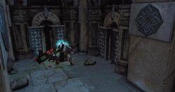 Kratos reparando un Cofre Ruinoso