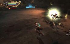 Kratos usando el Azote de Erinias 2