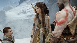 Freya ante Atreus y Kratos de camino a la Montaña