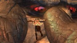 Atlas queriendo aplastar a Kratos despues de lo que le iso