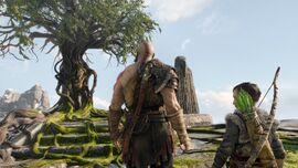 Kratos y Atreus acercándose al árbol de Mímir