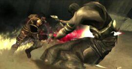 Deimos atacando a Tánatos con las Armas de Esparta