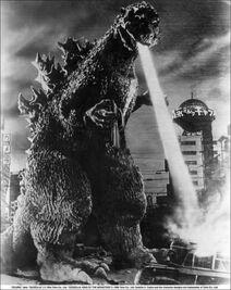 Godzilla en Godzilla (1954) lanzando el rayo atomico