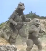 All Monsters Attack 7 - Godzilla forces Minilla to fight
