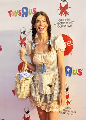 Hilary-shepard-at-16th-annual-dream-halloween-x8hq