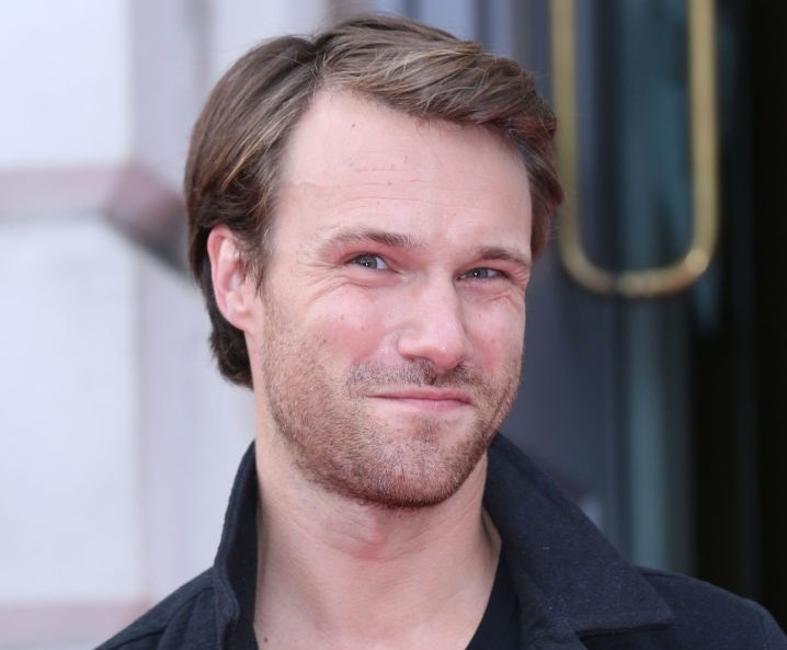 Hugh Skinner The Golden Throats Wiki Fandom January 6, 1985hugh skinner was born in london, england and briefly lived in perth, australia at the age of four before returning to the u.k. hugh skinner the golden throats wiki fandom