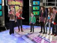 Charlie-shakes-it-up-good-luck-charlie-25101268-259-194