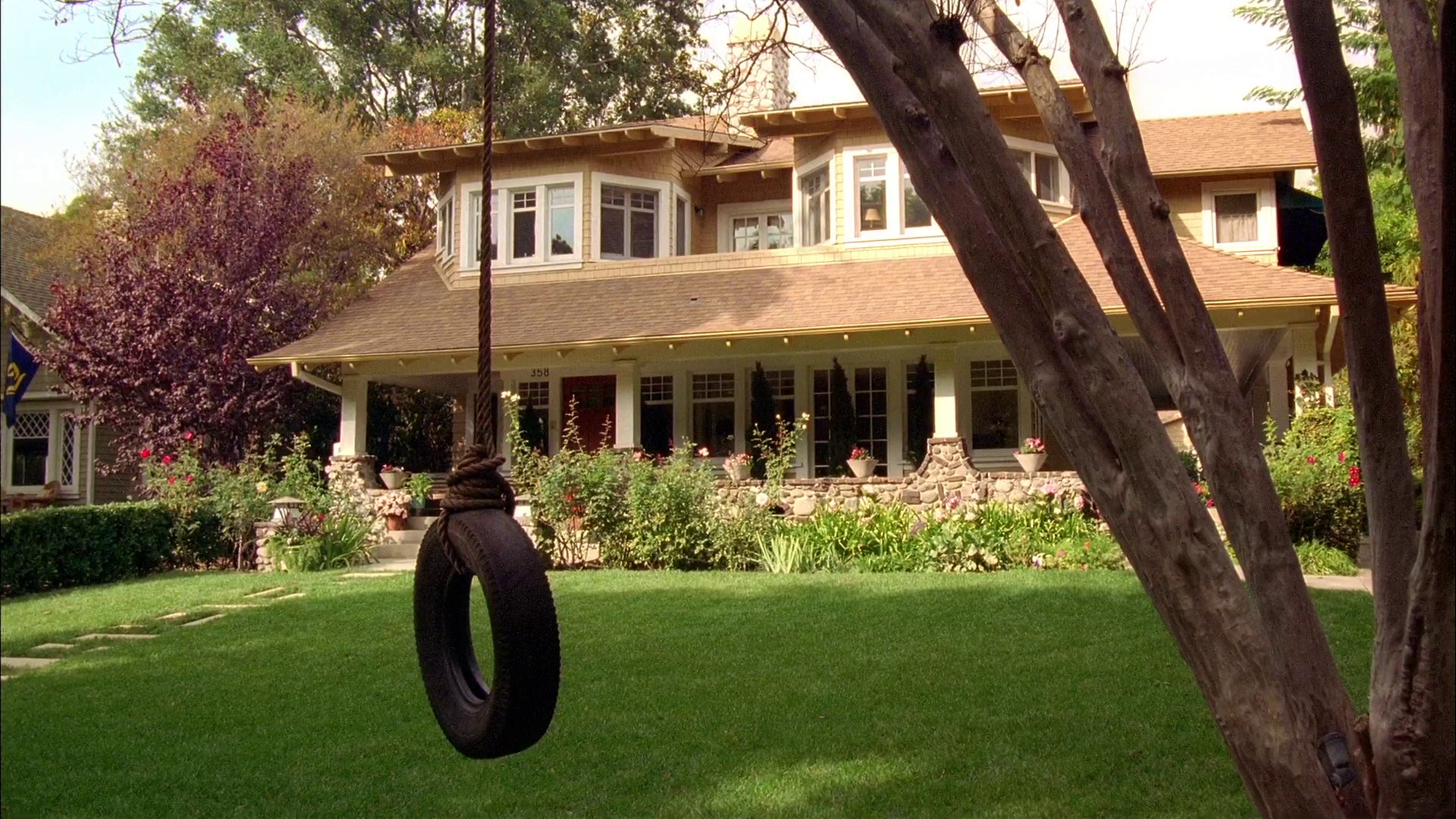 Image - Good-Luck-Charlie-house-tire-swing.jpg | Good Luck Charlie ...