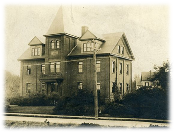 File:Woodlawn School, c. 1900.png